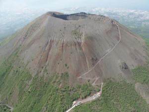 eruzione-del-vesuvio-350x_vivimedia