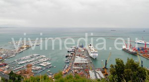 crocieristi-salerno-nave-costa-lirica-vivimedia