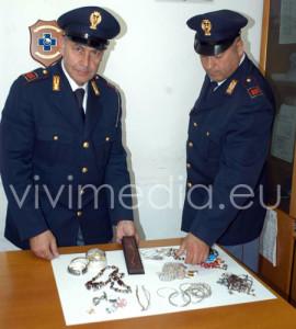 salerno-polizia-di-stato-refurtiva-recuperata-arresto-donne-serbe(1)-maggio-2013-vivimedia