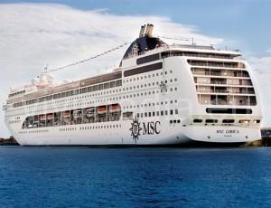nave-da-crociera-porto-di-Salerno-vivimedia