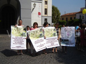 protesta-per-amianto-santa-lucia-agosto-2013-vivimedia