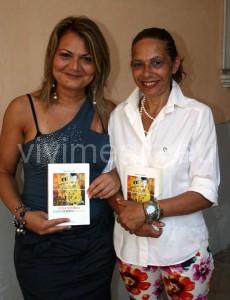 Stefania Cataldo con la poetessa cavese Marisa Annunziata, che ha fatto da scopritrice e da gancio.