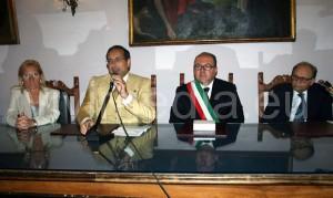 Un momento della presentazione dell'edizione numero quaranta. Al tavolo, da sinistra Lucia Criscuolo, Paolo Gravagnuolo, Marco Galdi, Fabio Dainotti