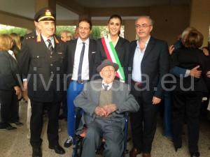 Matteo Landi con il comandante della Polizia Municipale, l'Assessore Antonio D'Auria, il vice sindaco Anna Petta ed il consigliere Giovanni Landi
