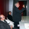 Un momento del miniconvegno preinaugurazione. Nell'ordine, il Sindaco di Cava Marco Galdi, il Prof. D'Episcopo, Eva Avossa, vicesindaco di Salerno. Sulla destra, una preziosa sciarpa di seta dipinta da Niny Lo Vito