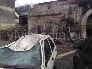 crollo-palazzo-regina-margherita-(1)-baronissi-novembre-2013-vivimedia