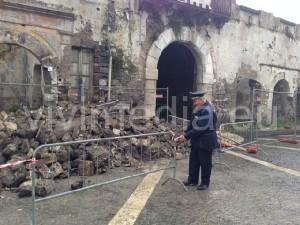 crollo-palazzo-regina-margherita-(2)-baronissi-novembre-2013-vivimedia
