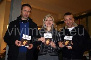 Da sin. Giovanni Della Valle, l'editore, Mena Senatore, la lettrice, Antonio Nola, l'autore