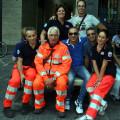 """Al centro, seduto, Gioacchino Cafaro, discendente della famiglia di Paolo Cafaro ed attualmente una colonna del volontariato di """"Mani amiche"""": buon sangue non mente"""