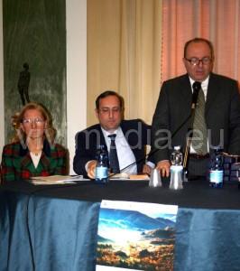 """Il neo Presidente Paolo Gravagnuolo, la Neodirettrice Lucia Criscuolo, il Sindaco Marco Galdi alla presentazione del Convegno """"Dante e l'amore"""""""