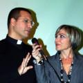 Don Luigi Merola e la presentatrice Carmela Novaldi