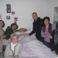 Don Luigi Merola con Lolita D'Arienzo ed un gruppo di amici di Lola