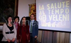 """Da sin. Stefania Villani, redattrice dell'articolo, Rita Cardone e Lorena Tari, rappresentanti del Punto Pace Pax Christi e dell' Ass. """"Pietre Vive"""", il Dott. Michele Acanfora"""