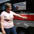 9-La-moglie-di-Antonio-Lodato-accarezza-l'ambulanza-dedicata-al-marito