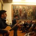 Un momento dell'esibizione di Giacomo-Casaula e del chitarrista Davide Trezza
