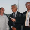 Il Presidente Carrella e il Sindaco Napoli consegnano l'assegno a Stefano Petrucci