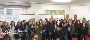 Le ragazze del linguistico con le prof. e Livio Trapanese